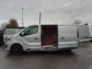 VAUXHALL VIVARO 2700 LIMITED EDITION BI TURBO SPORTIVE L1 SWB IN SILVER WITH ONLY 47.000 MILES,SAT NAV,ALLOY WHEELS AND MORE *** SOLD *** - 1656 - 28