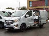 VAUXHALL VIVARO 2700 LIMITED EDITION BI TURBO SPORTIVE L1 SWB IN SILVER WITH ONLY 47.000 MILES,SAT NAV,ALLOY WHEELS AND MORE *** SOLD *** - 1656 - 2